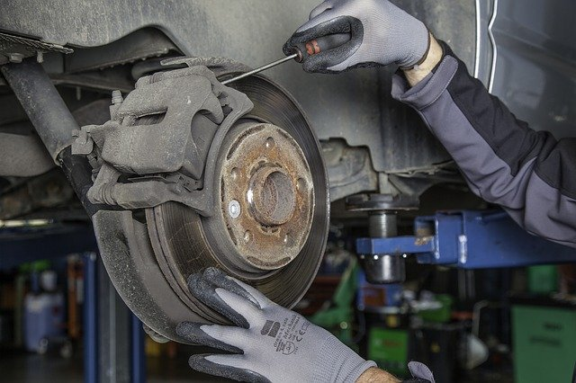 How To Change Brake Pads On A GMC Sierra 1500 By My Own